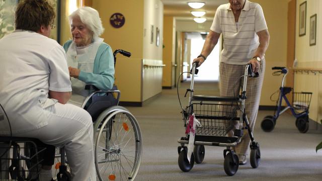 Dores nas costas é uma das principais queixas dos idosos