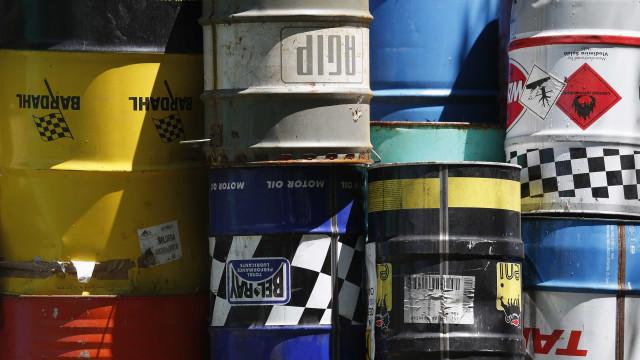 Estoques de petróleo dos EUA sobem 4,58 milhões de barris na semana