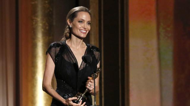Angelina Jolie se irrita com perguntas sobre Brad Pitt e sua saúde