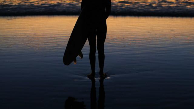Superbactérias: estudo alerta para maior risco em surfistas