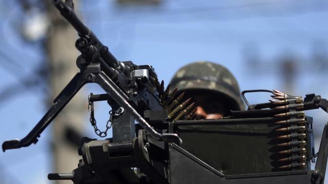 Cinco pessoas são presas em operação do Exército no Complexo da Maré