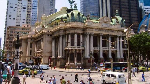 Prefeitura rescinde contrato com organização que gere Theatro do Rio