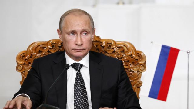 Putin felicita Maduro e apela à realização de um 'diálogo nacional'
