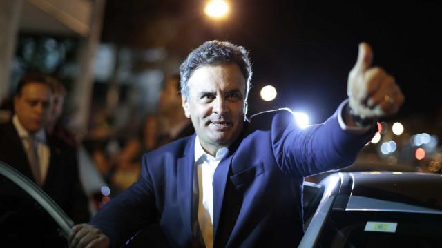 Aécio prioriza política de Minas para tentar se reerguer
