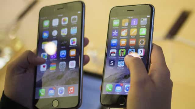 Apple é processada por reduzir velocidade de iPhones antigos