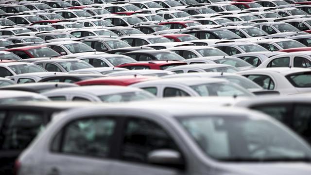 Vendas de carros mais baratos voltam a crescer