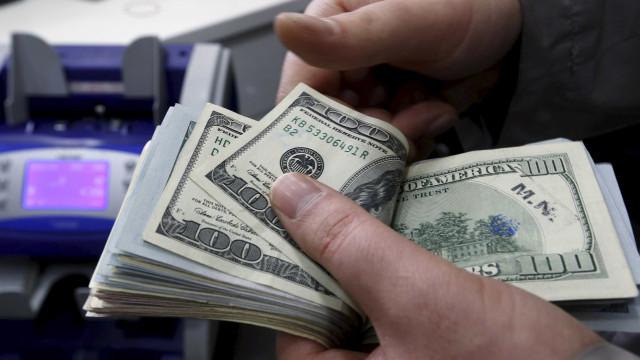 Bolsa segue exterior e cai com crise na Catalunha; dólar sobe