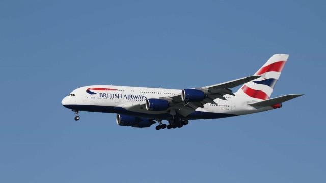 Passageiros viveram 'pesadelo' em viagem de avião que durou 77 horas