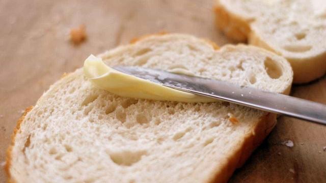 Para se vingar da ex, homem dá pão envenenado para crianças; uma morreu