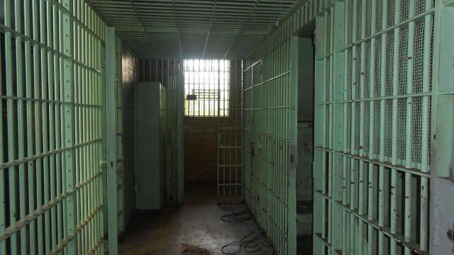População carcerária quase dobrou em dez anos