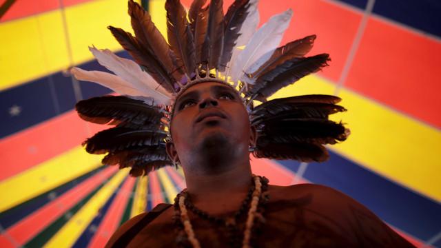Povos indígenas ensinam produção de objetos culturais no DF