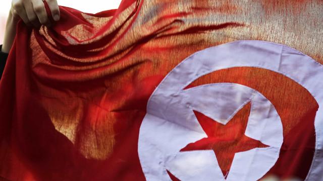 Eleições na Tunísia: 57 mil candidatos; metade são mulheres