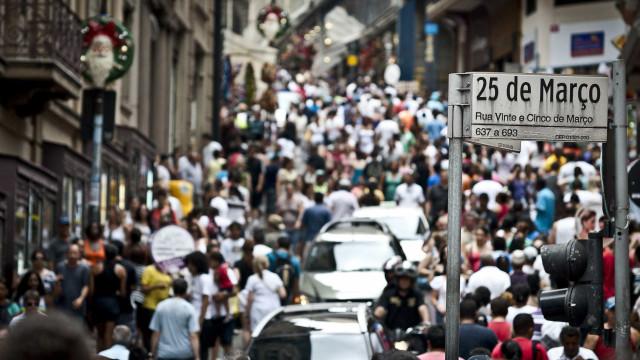 Índices apontam melhora, mas consumidor mantém receio com gastos