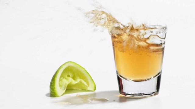 Três pessoas sofrem queimaduras ao tomar tequila falsa em bar no PR