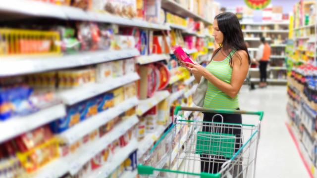 Consumo das famílias volta a crescer após 9 trimestres de queda