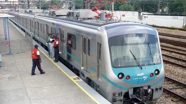 Mulher é esfaqueada durante tentativa de assalto dentro de trem no RJ