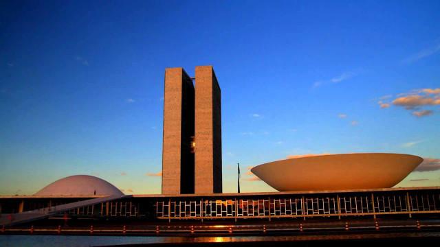 Congresso custará R$ 1,2 milhão por hora em 2018, aponta ONG