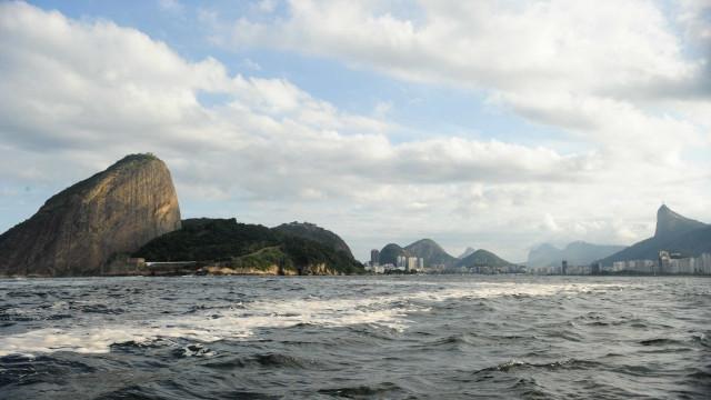 Vazamento de óleo após tentativa de furto atinge Baía de Guanabara
