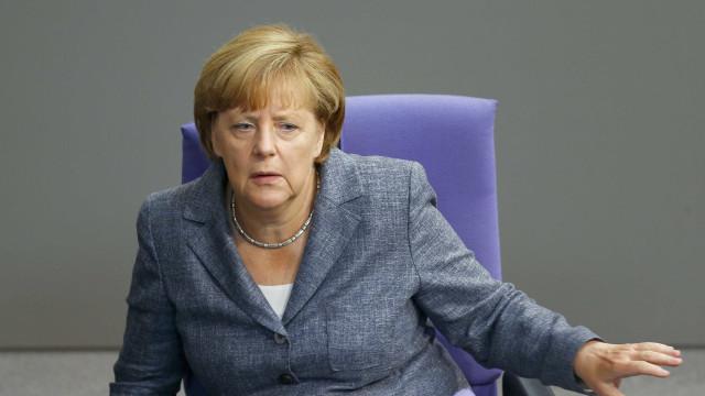 Ministro do Interior alemão ameaça derrubar Merkel