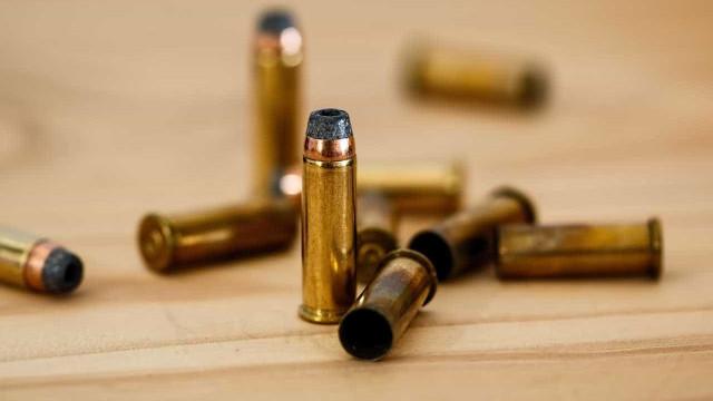 Bando arromba casa de militar do Exército e furta armas e munições