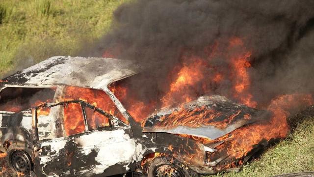 Carro é incendiado após homem descobrir traição da própria mulher em SP