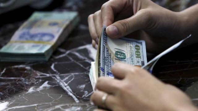 Dólar sobe quase 1% e se reaproxima dos R$ 3,80