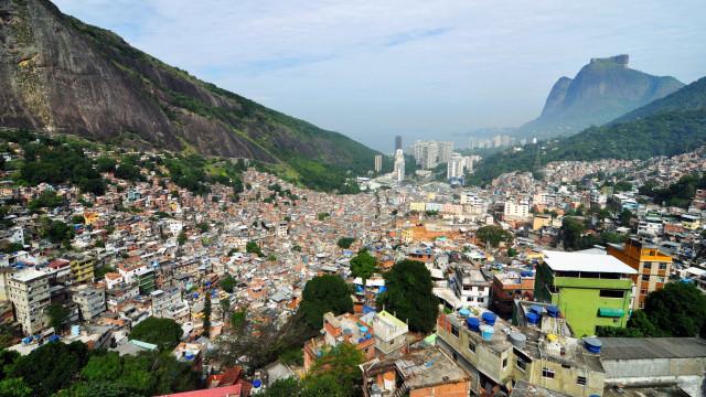 Vídeo mostra tiroteio na Rocinha na manhã deste sábado