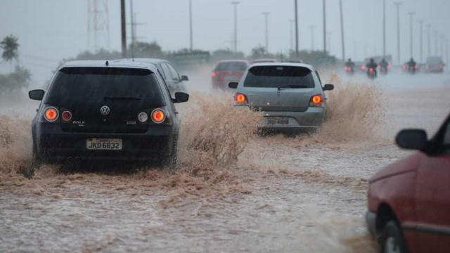Chuva forte deixa SP e Região Metropolitana em estado de atenção