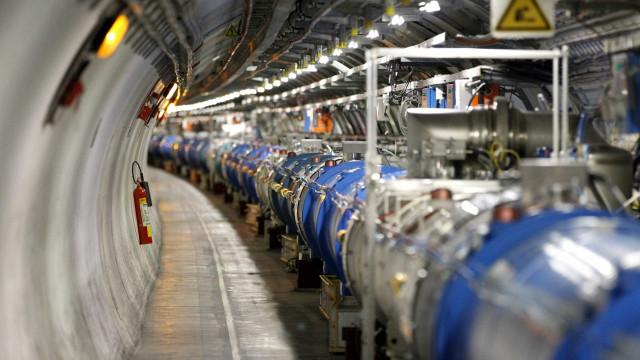 """Primeira experiência com átomos do CERN """"superou previsões"""""""