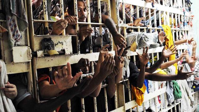 Prisões brasileiras têm em média 7 presos por agente penitenciário
