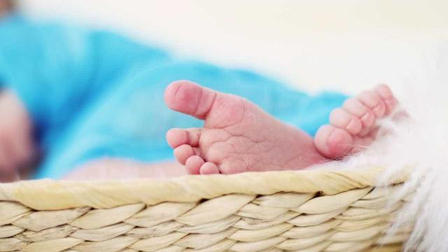 Padrasto é preso após espancar bebê de 2 meses com socos no Rio