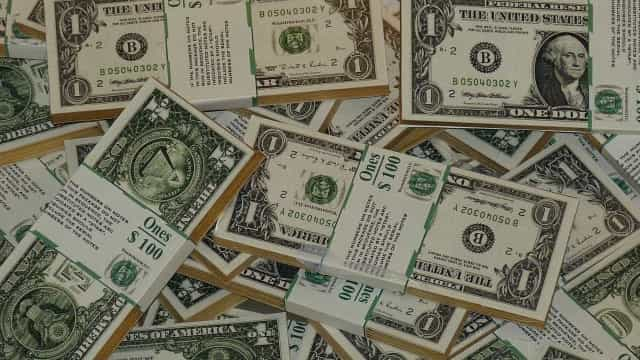 Pelo terceiro mês consecutivo, saída de dólares supera a entrada