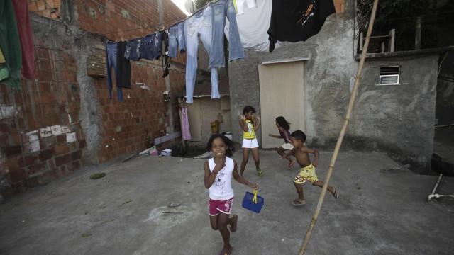Pobres do país levam nove gerações para alcançar renda média, diz OCDE