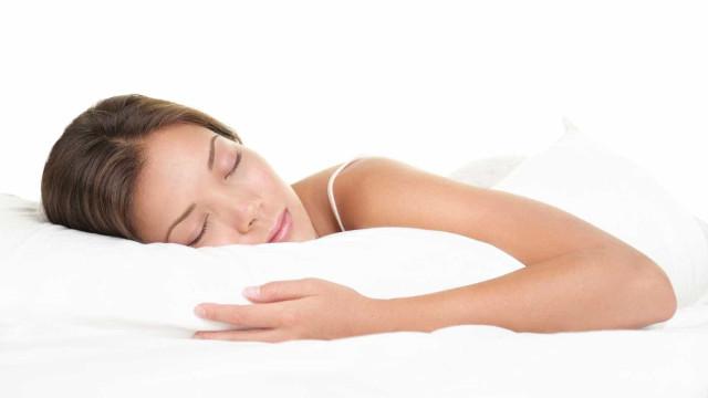 Saiba o que comer no jantar para garantir uma boa noite de sono
