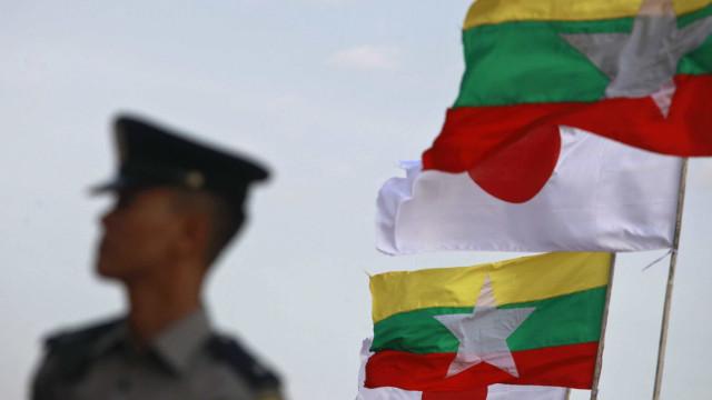 Diplomatas e ativistas criticam condenação de jornalistas birmaneses