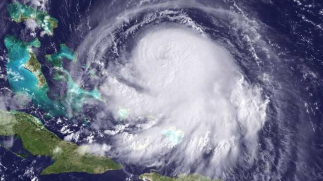 Havaí se prepara para passagem de furacão Lane