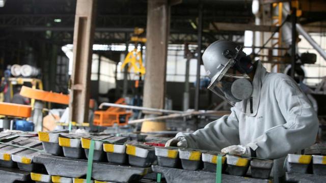 Produção industrial cai 1,8% em setembro, em terceiro mês consecutivo