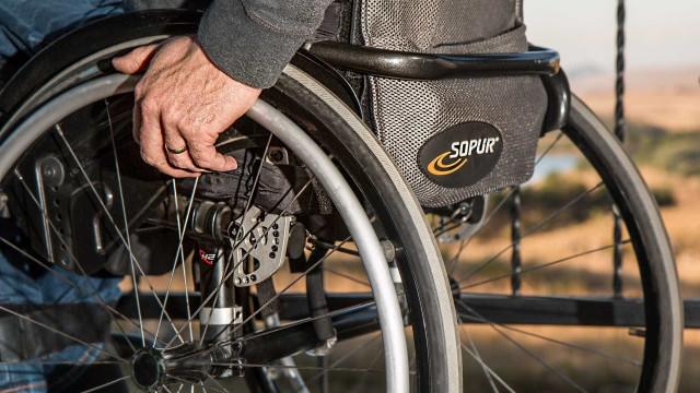 Microsoft cria cadeira de rodas controlada apenas com os olhos