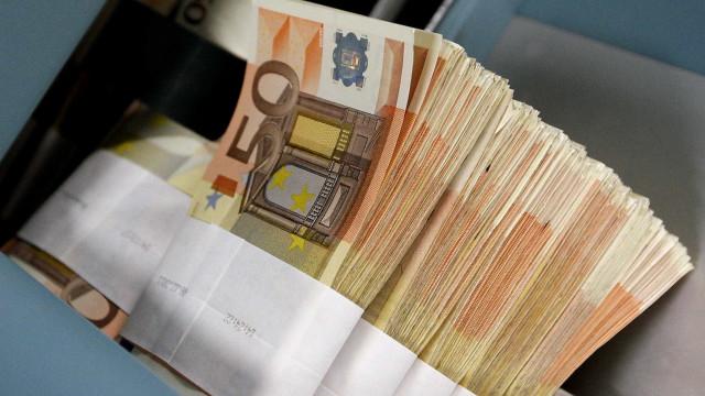 Reino Unido vai fechar contas bancárias de imigrantes ilegais