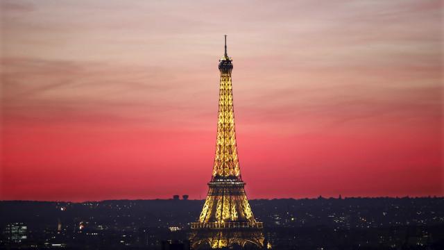 Restaurante da Torre Eiffel pode mudar de dono