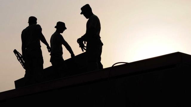 Construtora atribui atrasos em obras a crise econômica no país