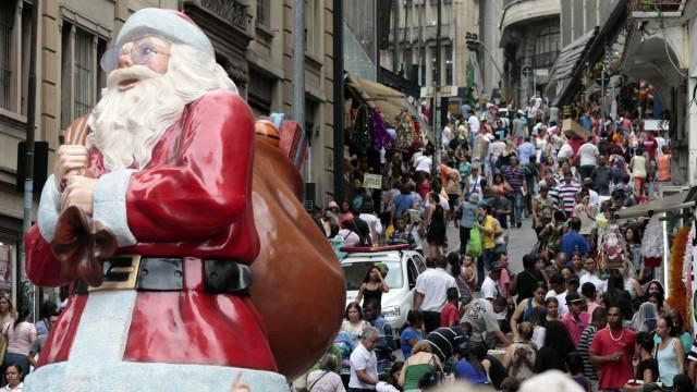 73% dos brasileiros devem ir às compras no Natal, diz pesquisa