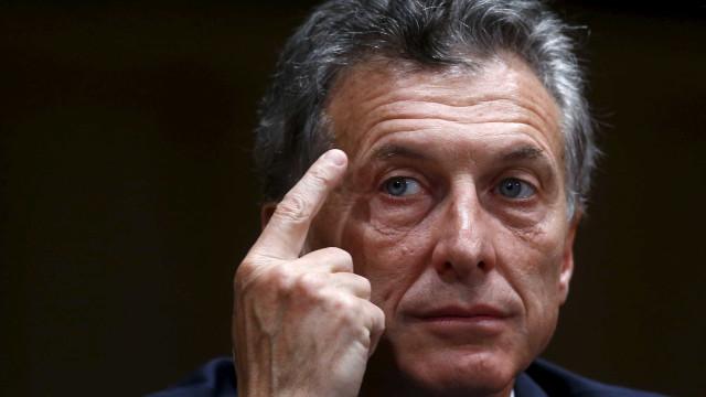 Presidente da Argentina liga para Messi e pede que craque fique na seleção