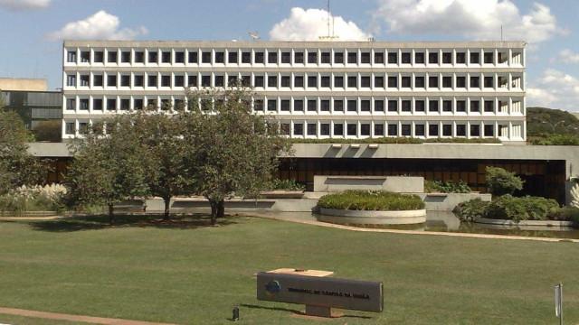 TCU segura há 5 anos processo contra ex-senador e ex-diretor do Senado