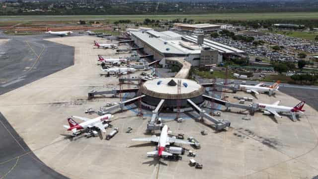 Sobe para 9 número de aeroportos do país sem combustível