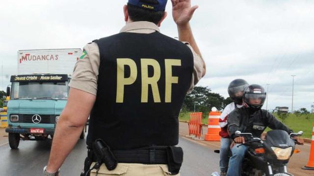 Troca de tiros entre PRF e criminosos deixa 2 mortos e 2 feridos no Rio
