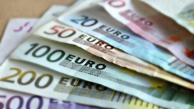 Salários na zona do euro avançam no ritmo mais forte em mais de 2 anos
