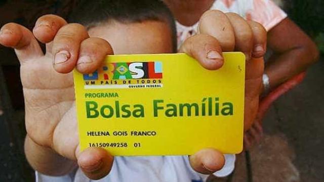 Gasto anual do Bolsa Família equivale a salário mensal de servidores