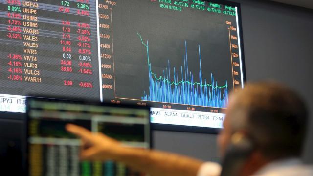 Bolsa encosta em 77 mil pontos; dólar cai para R$ 3,13