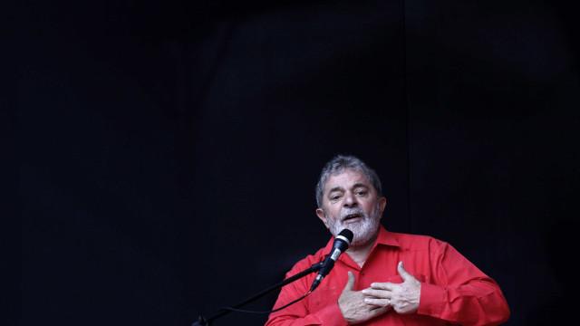 Após senadores, 10 deputados querem fiscalizar cela de Lula